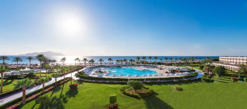 Uitzicht op het zwembad bij Baron Resort Sharm El Sheikh of in de buurt
