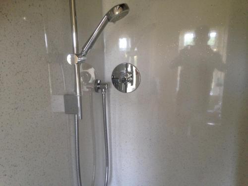 A bathroom at The Tally Ho Inn