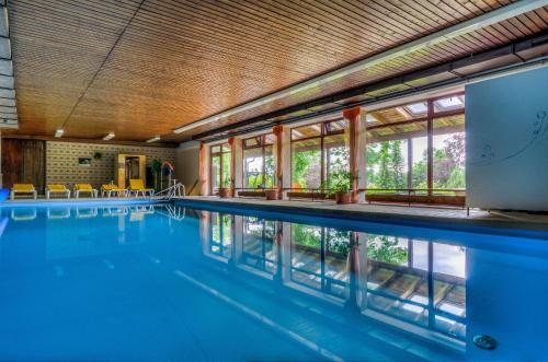 The swimming pool at or near WAGNERS Hotel im Fichtelgebirge
