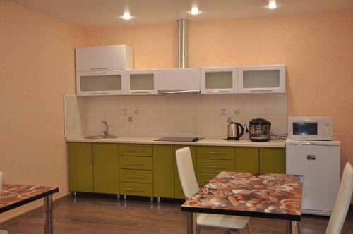 Кухня или мини-кухня в Motel Zebra