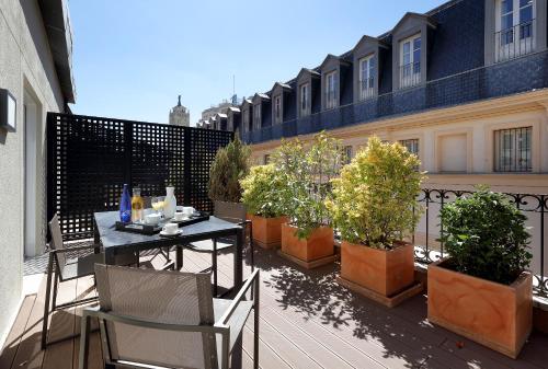 Un restaurante o sitio para comer en Eurostars Casa de la Lírica
