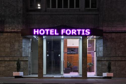 Фасад или вход в Фортис Отель Москва Дубровка