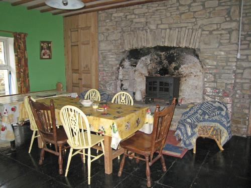 A restaurant or other place to eat at Holiday Home Glenrath