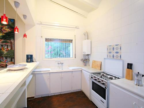 A kitchen or kitchenette at Holiday Home Es Raco