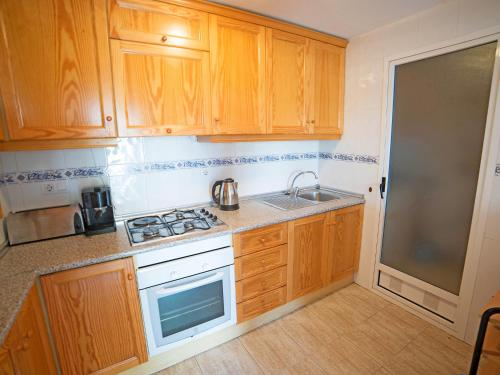 A kitchen or kitchenette at Holiday Home Rio Mar 6