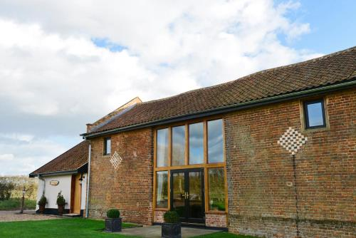 The facade or entrance of Old Field Barn Luxury B & B