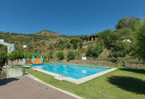 The swimming pool at or near Alberg Les Estades