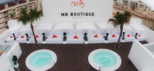 Utsikt över poolen vid MB Boutique Hotel - Adults Only eller i närheten