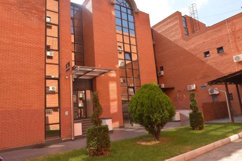 The facade or entrance of Hotel Passport Garni