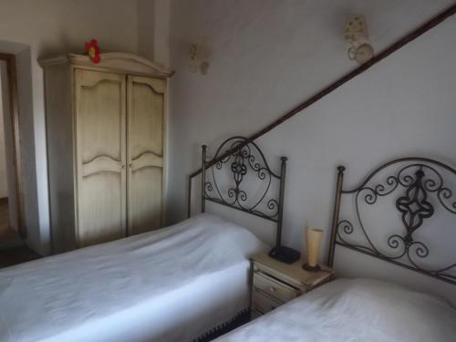 A bed or beds in a room at Maruan Heaven