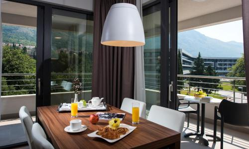 A restaurant or other place to eat at Premium Apartments Srebreno