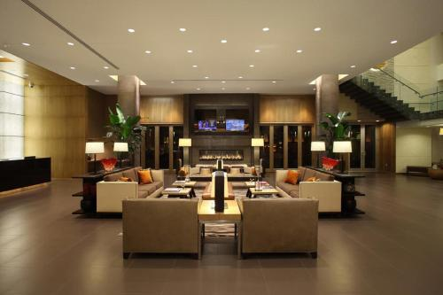 The lounge or bar area at The Hotel at Arundel Preserve