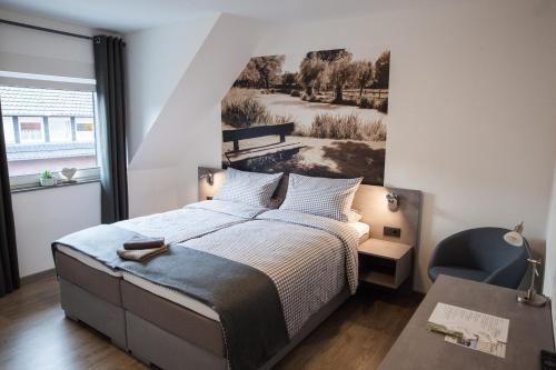 A bed or beds in a room at Pension Dalinghaus