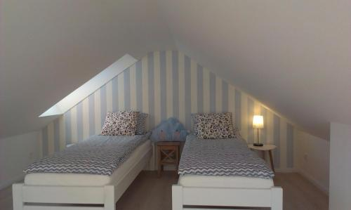 Łóżko lub łóżka w pokoju w obiekcie Apartament Przy Plaży 4 Karwia