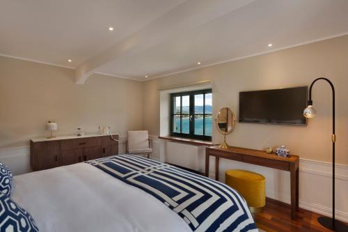 A bed or beds in a room at Hotel Brown Beach House & Spa