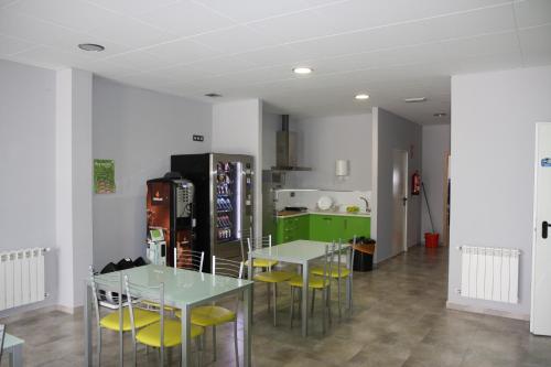 El salón o zona de bar de Albergue Outeiro