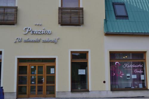 Фасад или вход в Penzion U Zámecké Zahrady