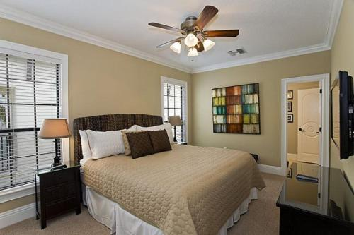 A bed or beds in a room at Orlando Family Friendly Home