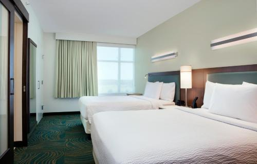 A room at SpringHill Suites by Marriott Orlando at FLAMINGO CROSSINGS Town Center-Western Entrance