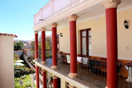 Un balcón o terraza de Villa Oropeza Guest House