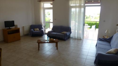 The lounge or bar area at Papas Villa 3