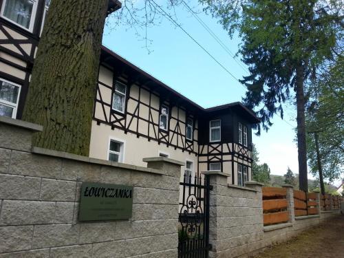 Fasada lub wejście do obiektu Ośrodek Wczasowy Łowiczanka