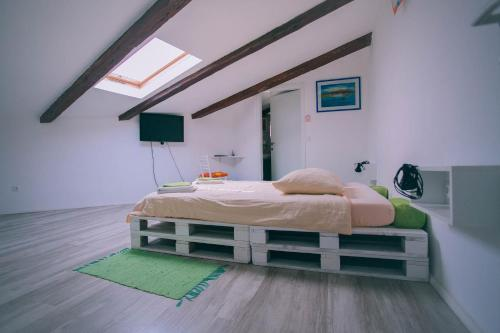 A bed or beds in a room at Hostel Mare