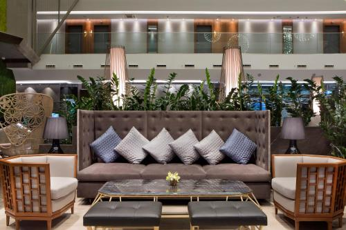 The lobby or reception area at DoubleTree by Hilton Istanbul - Piyalepasa