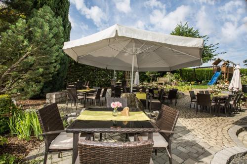 """Hotel & Restaurant """"Am Obstgarten""""餐廳或用餐的地方"""