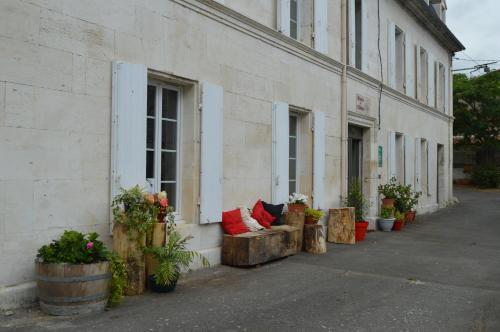 A porch or other outdoor area at Le Moulin de Bassac