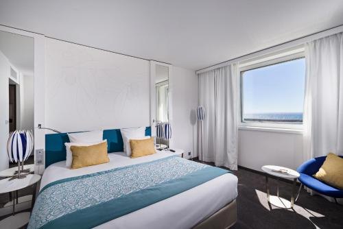 A room at Golden Tulip Marseille Euromed
