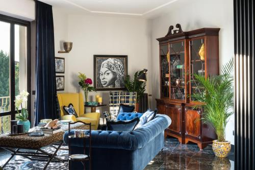Salone o bar di Velona's Jungle Luxury Suites