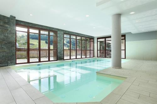 The swimming pool at or near Résidence Prestige Odalys Le Panoramic