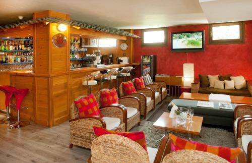 El salón o zona de bar de Hotel Mila