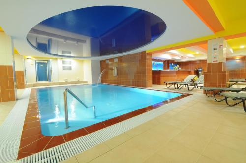 Bazén v ubytování Wellness Resort Energetic nebo v jeho okolí