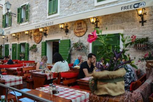 The lounge or bar area at Centar Vodice Apartmani