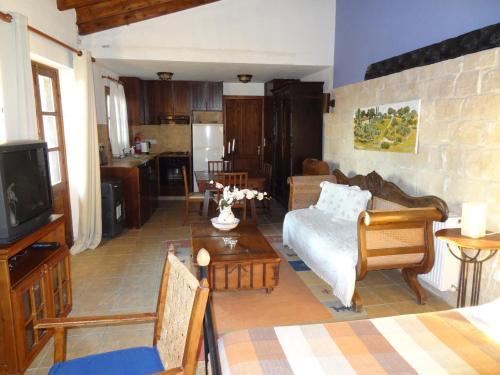 The lounge or bar area at Oinochori
