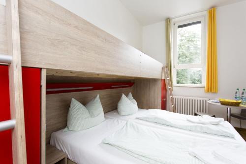 A room at Jugendherberge Bonn