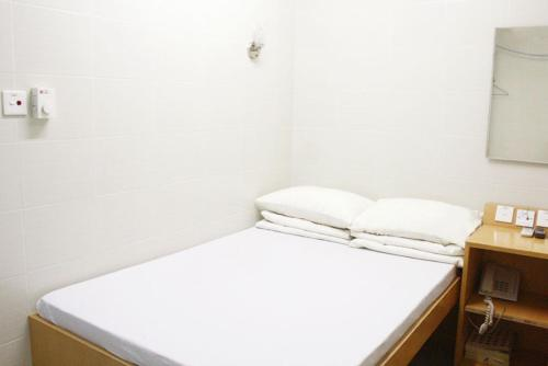 A bed or beds in a room at Pearl Guesthouse - 6/F