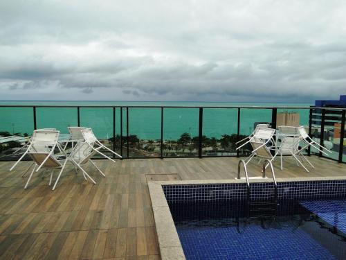 A piscina localizada em Flat Temporada Galés de Pajuçara ou nos arredores