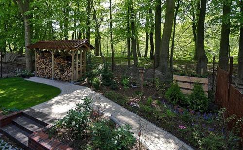 Ogród w obiekcie Apartamenty Tęcza