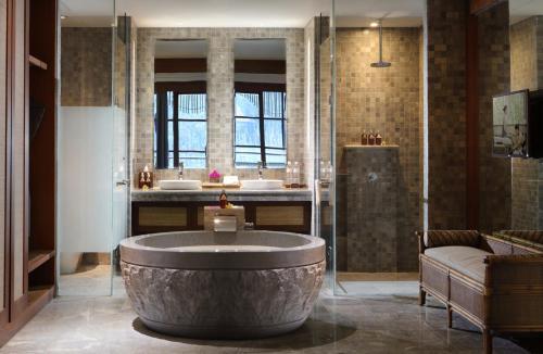 A bathroom at Alaya Resort Ubud