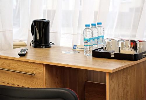 A kitchen or kitchenette at OYO Central Hotel Golders Green