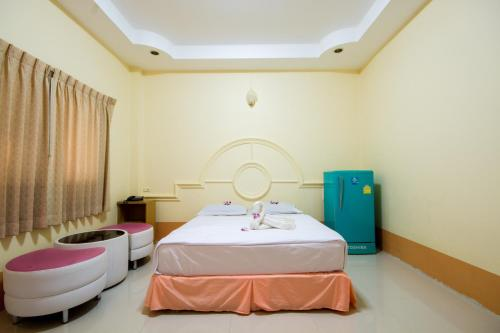 A bed or beds in a room at Ratchapreuk Resort