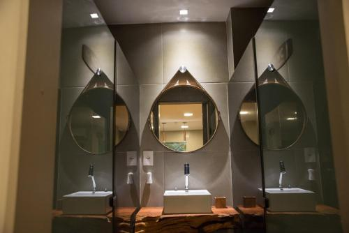 A bathroom at Amenit Hotel