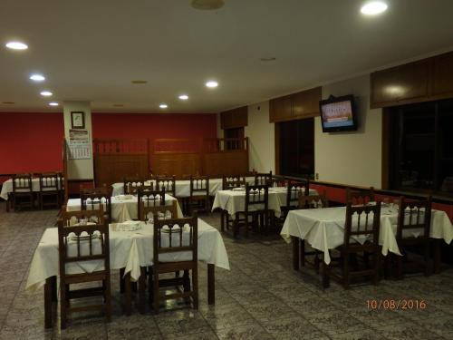 A restaurant or other place to eat at Pension Meson Paz