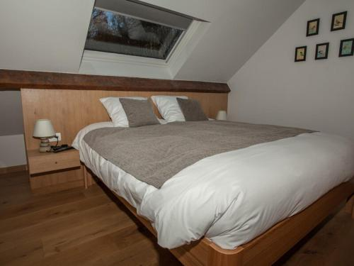 A bed or beds in a room at La maison d'emile