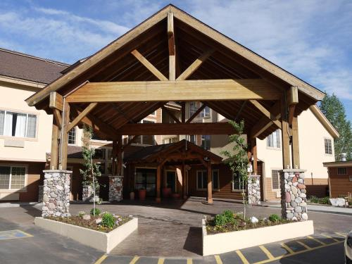 The facade or entrance of Hampton Inn & Suites Steamboat Springs