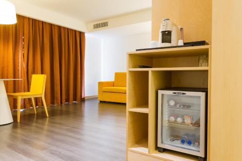 Coffee and tea-making facilities at Hotel Mercure Braga Centro
