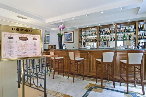 The lounge or bar area at Tmark Hotel Vaticano
